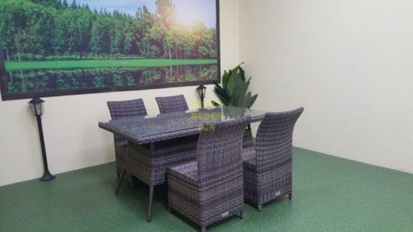 """Производитель Sunlinedesign Outdoor Rattan Furniture Комплектация 4 персоны: Стол обеденный из искусственного ротанга """"Samurai"""" brown grey 160см. Столешница заплетена, верх стекло. Стулья плетеные """"Rose"""" brown grey- 4шт."""
